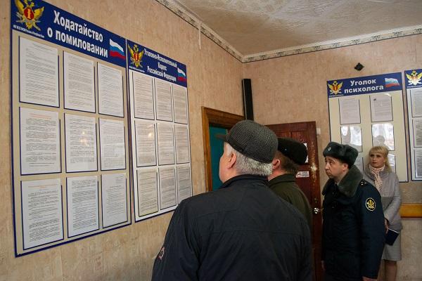 1..-Chleny-komissii-proizveli-obhod-spalnyh-kommunalno-bytovyh-i-inyh-pomeschenii-otryada-osmotreli-sredstva-naglyadnoi-agitazii.jpg