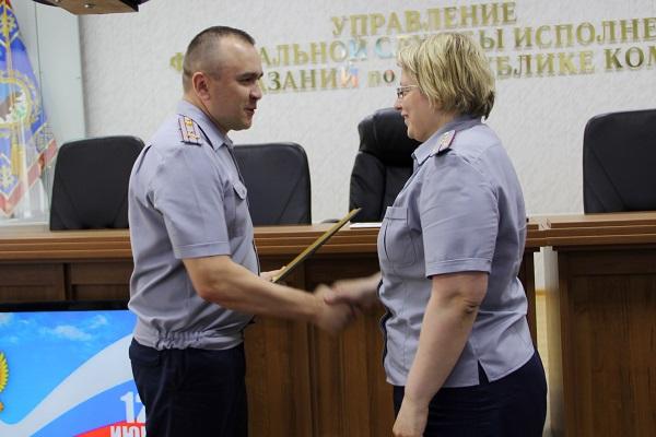 2.-V-preddverii-prazdnovaniya-Dnya-Rossii-sotrudnikam-UFSIN-vruchili-vedomstvennye-nagrady.jpg