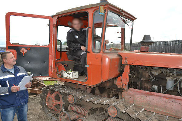 1.V-ispravitelnoi-kolonii-Syktyvkara-osughdennyh-nauchili-vodit-traktor.jpg