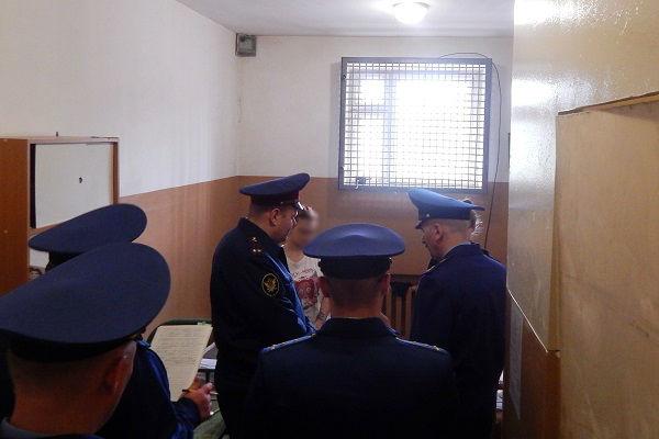 4.-Rukovoditel-respublikanskogo-nadzornogo-vedomstva-Sergei-Baghutov-posetil-s-proverkoi-SIZO-2-g.-Sosnogorsk..jpg