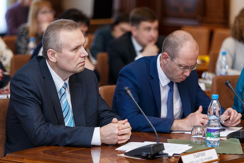 Poryadin_Pravitelstvo_06.jpg