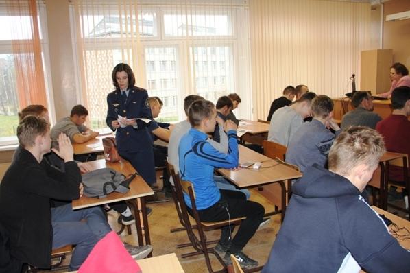 1.Sotrudniki-UFSIN-Rossii-po-Respublike-Komi-prodolghayut-provedenie-proforientazionnyh-urokov..jpg