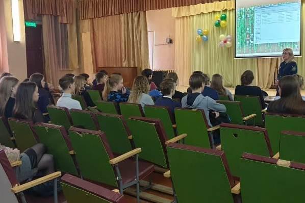 2.-Sotrudniki-UFSIN-Rossii-po-Respublike-Komi-prodolghayut-provedenie-proforientazionnyh-urokov.JPG