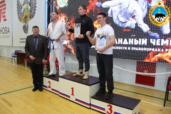 3.Sbornaya-komanda-UFSIN--Komi-zanyala-vtoroe-mesto-v-chempionate-po-rukopaschnomu-boyu-sportivnogo-obschestva-Dinamo.jpg
