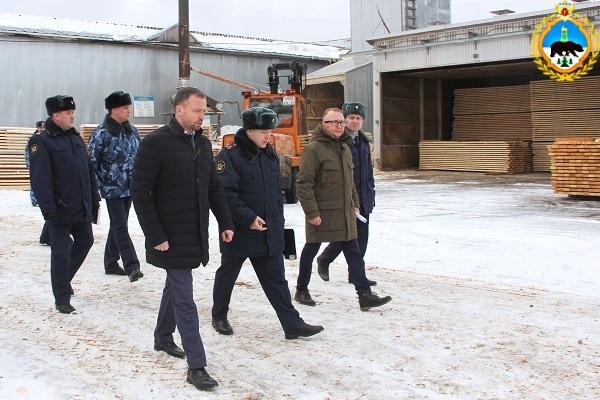 1.V-IK-1--sostoyalos-vyezdnoe-soveschanie-rukovodstva-UFSIN-i-predstavitelei-Pravitelstva-regiona.jpg