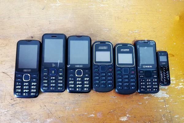 2.-U-pravonaruschitelya-bylo-obnarugheno-3-svertka-iz-kotoryh-izyato-7-sotovyh-telefonov.jpg