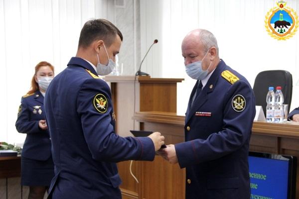 4.V-UFSIN-Komi-vrucheny-diplomy-vypusknikam-obrazovatelnyh-organizazii-FSIN-Rossii.jpg