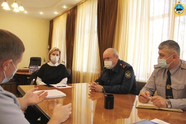 3.Nachalnik-UFSIN-Komi-Dmitrii-Konovalov-provel-rabochuyu-vstrechu-s-ministrom-obrazovaniya-Komi-Natalei-Yakimovoi.jpg