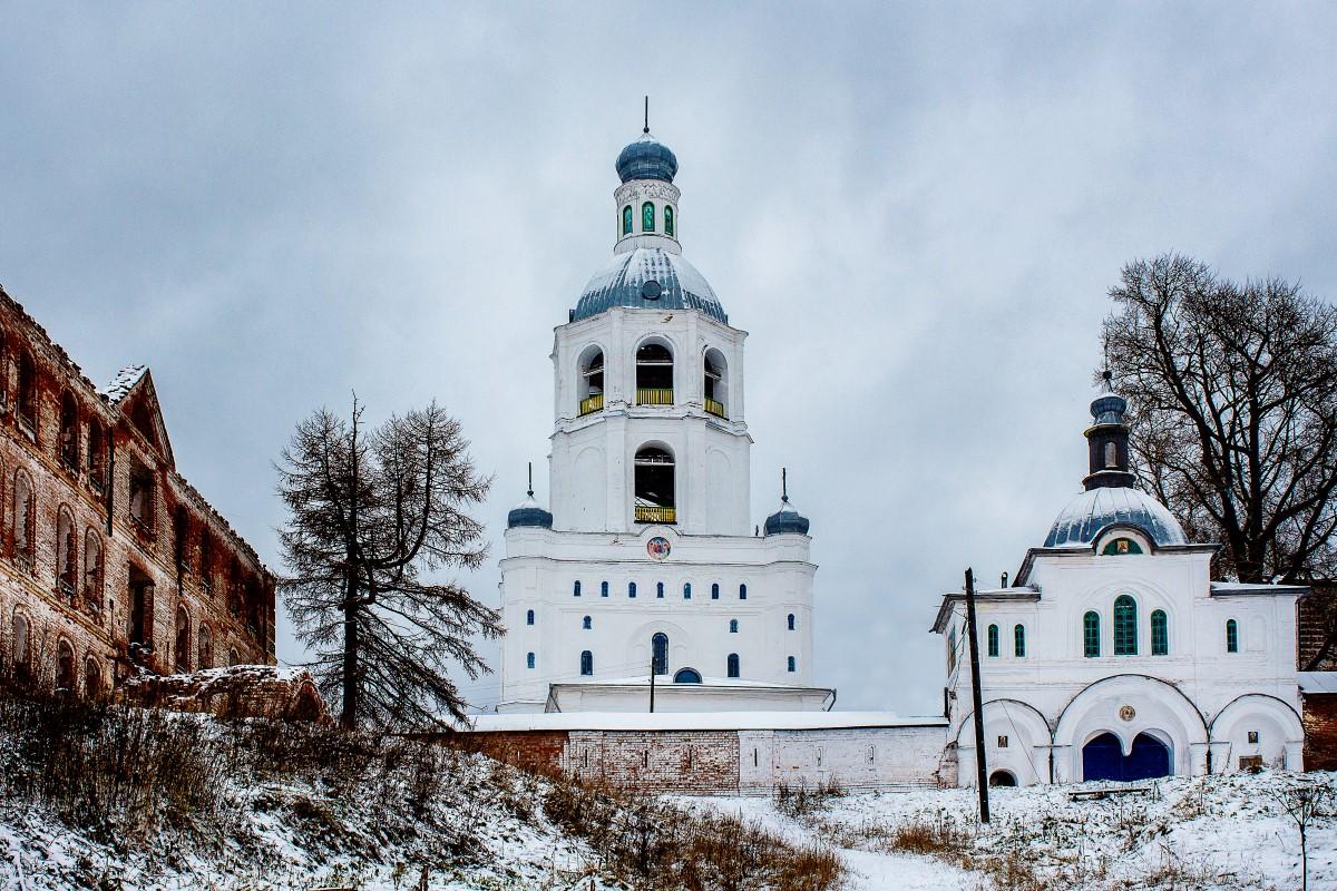 Troice-Stefano-Ulyanovskiy-monastyr-po-predaniyu-byl-osnovan-v-1385-godu-svyatitelem-Stefanom-Permskim.jpg