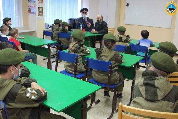 3.Veteran-ugolovno-ispolnitelnoi-sistemy-Vladimir-Ilchukov-rasskazal-uchastnikam-kluba-Dostoinoe-pokolenie-o-svoem-voennom-detstve.jpg