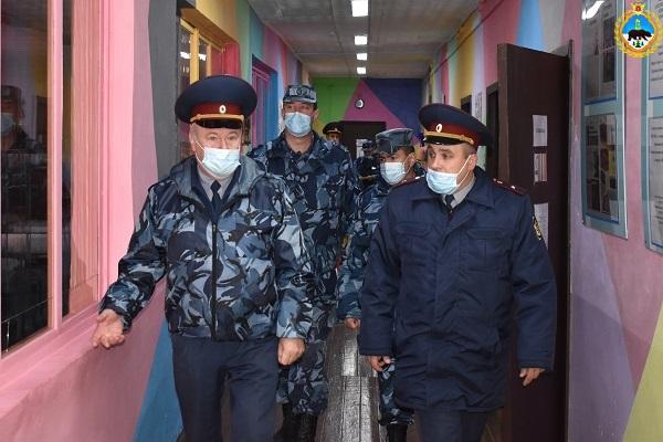 2.-Nachalnik-UFSIN-Rossii-po-Respublike-Komi-Dmitrii-Konovalov-proveril-slughebnuyu-deyatelnost-IK-31-v-g.-Mikune.jpg